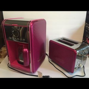 Bella coffee maker and toaster. Hot pink